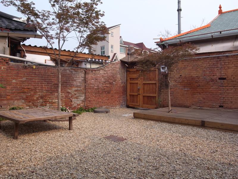 韓屋の庭先