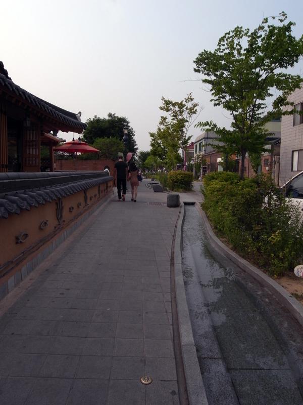 韓屋街の通り